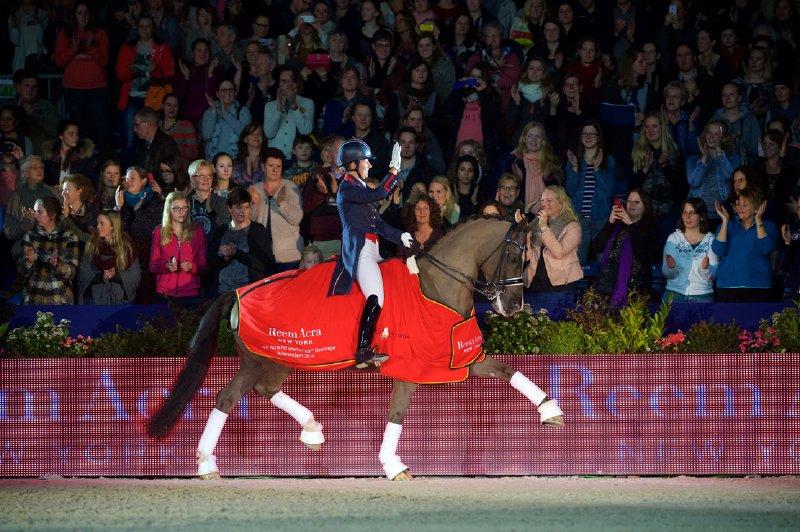 Charlotte Dujardin (GBR) und Valegro holten im Reem Acra FEI World Cup™ Dressage 2014/2015 in Amsterdam den Sieg! © FEI/Arnd Bronkhorst