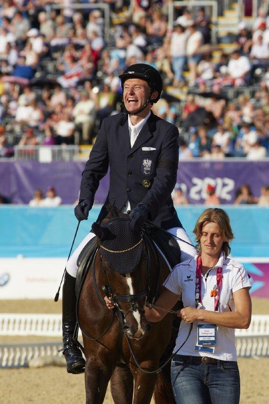 Inspirierender Para-Sportler: Pepo Puch (AUT), hier bei den Paralympic Games in London 2012 wo er Gold und Bronze im Grad 1b holte, ist auch der amtierende Europameister in der Paradressur. Außerdem holte er bei den Alltech FEI World Equestrian Games™ 2014 zweimal Bronze. Auch er wird beim ersten FEI Para-Equestrian Forum vom 21.-22. März in Essen (GER) dabei sein. © FEI/Lizz Gregg