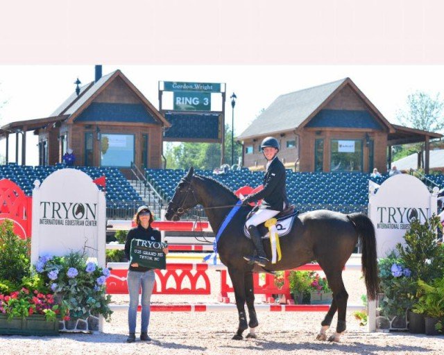 Wilton Porter and Delinquent JX pose with groom Monica Melero in their award presentation. © Mancini Photos