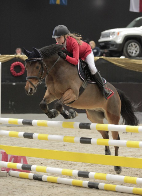 Valerie Kroker (AUT/NÖ) freute sich über ihren Sieg mit Leandros in der Orthovet Pony Tour. © Fotoagentur Dill