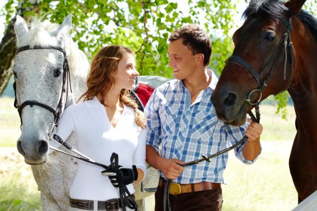 Um wieder Mut zu fassen suche das Gespräch mit Reiterkollegen oder deinem Sportpsychologen © shutterstock / Pressmaster