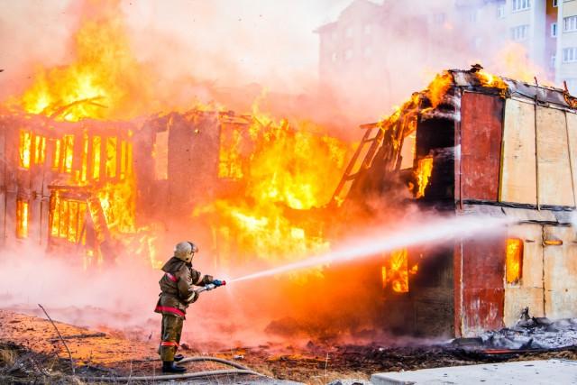 Die Polizei hat die Brandursache auf dem Hof von Heiko Marckmann noch nicht endgültig geklärt - ein technischer Defekt wird aber ausgeschlossen. © Symbolbild - Art Konovalov / shutterstock