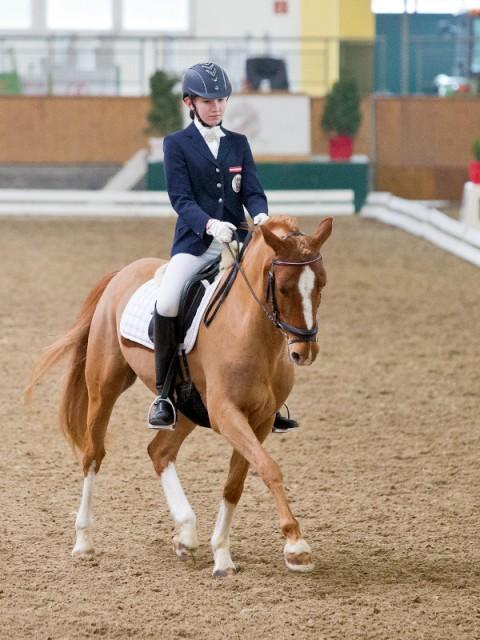 Lilly Ochsenhofer und ihr Holsteiner Ponywallach Lorenzo. © Michael Rzepa