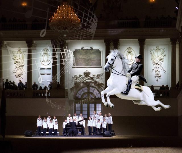 A Tribute To Vienna mit den Wiener Sängerknaben. © Spanische Hofreitschule, Julie Brass, ASAblanca.com - René van Bakel