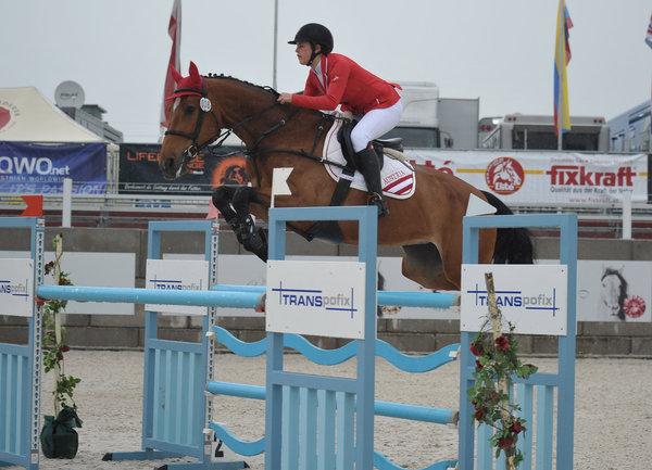 R34 Teamreiterin Anna Markel wird in Lamprechtshausen in den von R34 präsentierten Prüfungen am Start sein. © Fotoagentur Dill