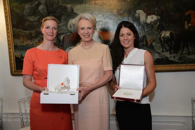 Die Prinzessinnen zu Prinzessin zu Sayn-Wittgenstein-Berleburg und Kristina Bröring Sprehe wurden ausgezeichnet.  © SRS