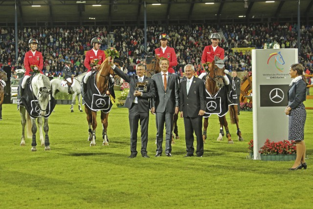 The National Coach Otto Becker (left); Dr. Carsten Oder, Chairman of the Executive Board, Mercedes-Benz Cars Sales Germany (centre) and the President of the Aachen-Laurensberger Rennvereins e.V. Carl Meulenbergh were delighted. © CHIO Aachen/ Michael Strauch