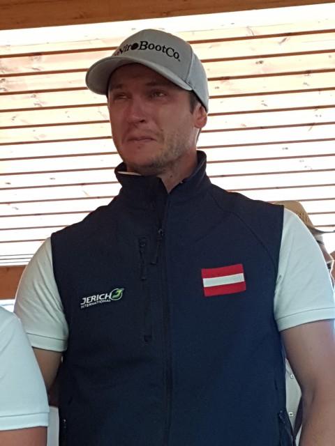 Sichtlich stolz zeigte sich Trainer Johannes Hasenauer. © EQWO.net