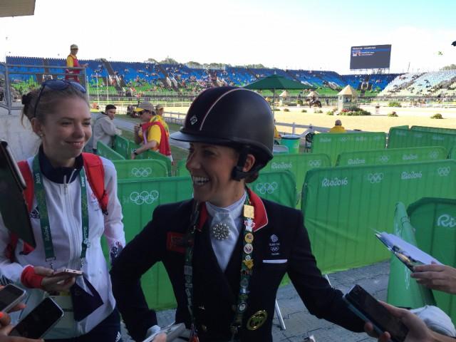 Ihre Interviews sind immer fein Highlight. Charlotte bei uns Journalisten in der Mixed Zone der Olympischen Spiele von Rio de Janeiro. © EQWO.net - Ruth Büchlmann