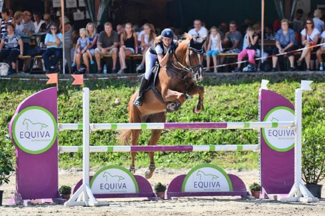 Marie Christine Sebesta (W) gewann mit Kara Luna das Equiva Cup Finale und die Gesamtwertung 2016 in Preding. © horsesportsphoto.eu
