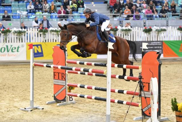 Isabel Roman-Karajan und Ratina 193 auf dem Weg zu Platz 7 im FTR Eröffnungsspringen. © horsesportsphoto.eu