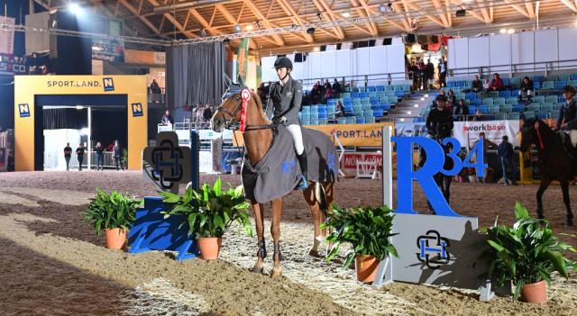 Die R34 Immobilienbesitz GmbH investiert aus Überzeugung und mit Leidenschaft in den Junioren Springsport. © horsesportsphoto