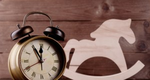 Zeit ist unser kostbarstes Gut. Nicht nur bei den Pferden, sondern auch bei den Gedanken an sie solltest du dir ausreichend Zeit nehmen! © Shutterstock / Africa Studio