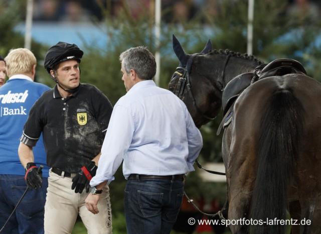 Andreas Ostholt nach dem Sturz: Erst schien alles in Ordnung, dann musste er doch ins Krankenhaus. © Stefan Lafrentz