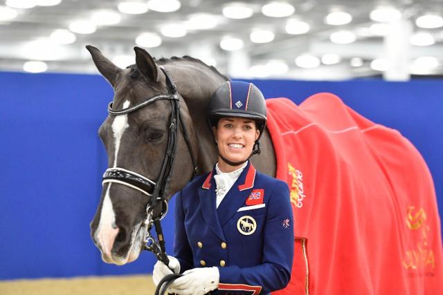 Dieses Lächeln sagt alles: auch wenn Valegro aus dem Sport verabschiedet wurde, bleibt er seinen Fans durch Auftritte mit Charlotte Dujardin erhalten. © Kit Houghton