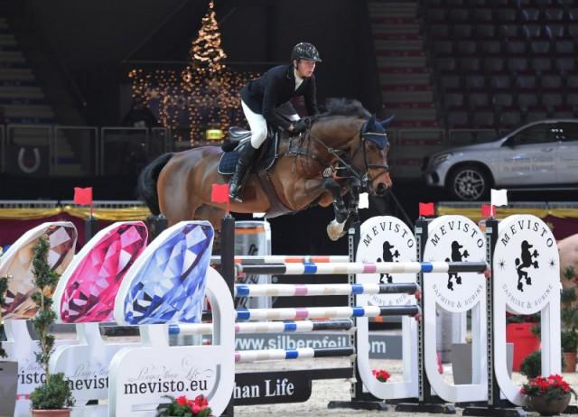 Philip Houston (GER) gewann mit Chaquilot das European Youngster Cup U25 Opening bei der Mevisto Amadeus Horse Indoors. © Fotoagentur Dill