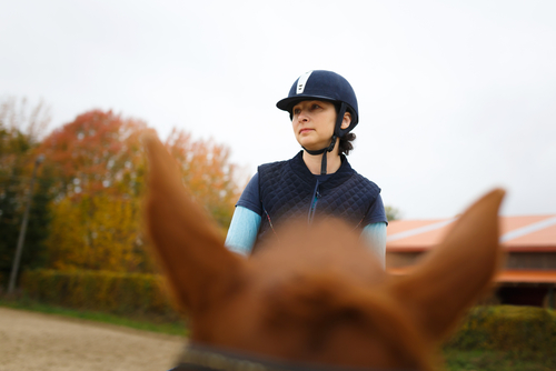 Richte deinen Blick durch die Ohren deines Pferdes um den Fokus zu behalten.  © Shutterstock / Multi-Share
