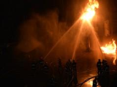 Die Löscharbeiten der Freiwilligen Feuerwehren dauerten mehrere Stunden. © Phonix a PK / Shutterstock