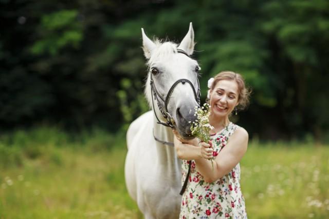 Bleib positiv. Habe Spaß an der Zeit mit deinen Pferden - DAS machen erfolgreiche Reiter auch. © Shutterstock / Garnet Photo