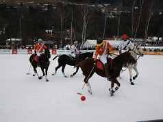 Zweiter Tag beim Snow Polo World Cup Bad Gastein. Happy Horse AUT vs Auto Frey ENG 2. © PIPA