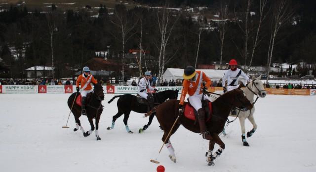 Zweiter Tag beim Snow Polo World Cup Bad Gastein. Happy Horse AUT vs Auto Frey ENG 2. © PIPA