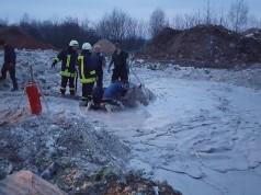 Ohne die rasche Hilfe der FF Zschoppach wäre das Pferd hilflos in der Keramikgrube versunken und erstarrt. © Facebook Freiwillige Feuerwehr Zschoppach