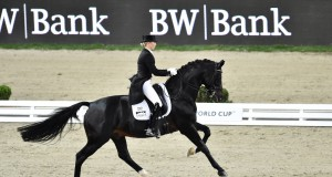 Jessica von Bredow-Werndl hält am Gutshof Wolfgangsee einen Dressurkurs mit exklusivem Einzelunterricht ab. © Karl-Heinz Frieler/FEIJessica von Bredow-Werndl riding Unee BB at the Stuttgart leg of the series. Karl-Heinz Frieler/FEI Jessica von Bredow-Werndl