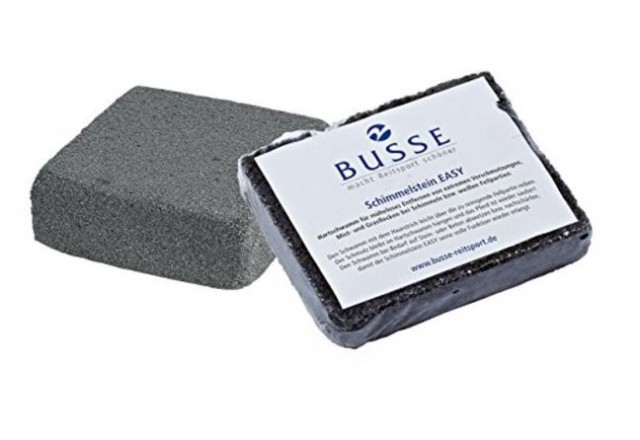 Schimmel mit Schmutzflecken können mit dem Schimmelstein ganz leicht wieder sauber werden. © Busse