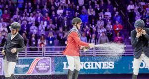 McLain Ward (USA) feiert seinen Sieg beim Weltcupfinale in Omaha mit einer Champagnerdusche für Romain Duguet und Henrik von Eckermann. © Liz Gregg/FEI