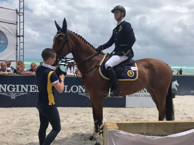 Teamwork! Groom Sara war in Miami Beach und Mexico City für das Wohl der Pferde zuständig. © Max Kühner Sporthorses