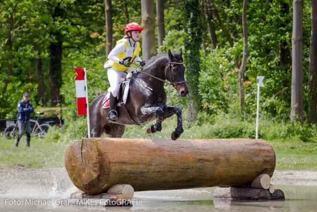 Auch Platz zwei im CCI2+ ist in Schweizer Hand: Sophie Schiesser und Canus Lupus haben 49,40 Punkte auf dem Konto nach Dressur und Gelände.  © Michael Graf