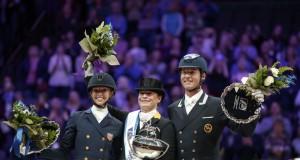 So sehen Sieger aus! Laura Graves (USA), Isabell Werth (GER) und Carl Hester (GBR). © Stefan Lafrentz