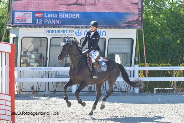 Als beste Österreicherin platzierte sich Alpenspan Teamreiterin Lena Binder in der Children Big Tour bei den Amadeus Junior Specials in Lamprechtshausen mit Panni auf Rang zehn. © Fotoagentur Dill