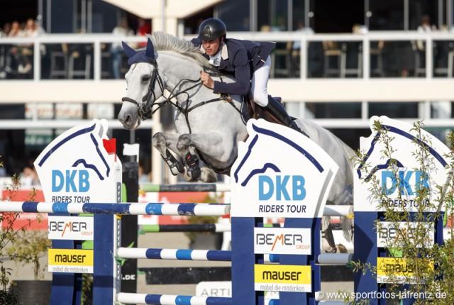 Gert-Jan Bruggink mit Conelly auf dem Sprung zum Sieg im Preis der LVM Versicherung (1.50 m). © Stefan Lafrentz