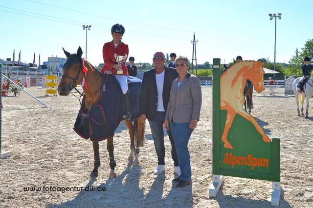Der Tagessieg in der Pony Small Tour bei den Amadeus Junior Specials in Lamprechtshausen ging heute an Sofia Manzetti (ITA) auf Rock Dee Jay. © Fotoagentur Dill