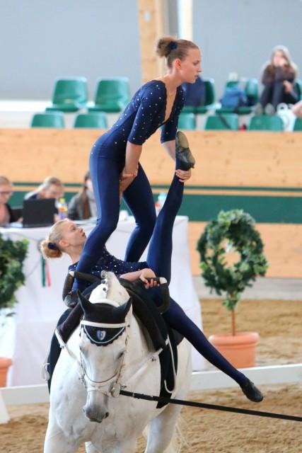 Platz drei im Junioren Pas de deux für das ungarische Duo Nikolett Szabo und Liza Jakab. © Andrea Fuchshumer