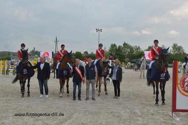 Die siegreiche Equipe im Nationenpreis der Young Rider bei den Amadeus Junior Specials in Lamprechtshausen aus Italien. © Fotoagentur Dill