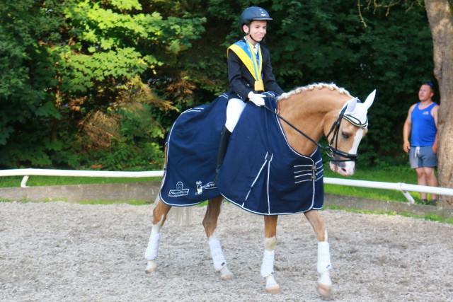 Paul Stallmeister und Der Kleine Prinz 13 siegten in der Klasse der Pony Jugend. © Selma Hönigschnabel