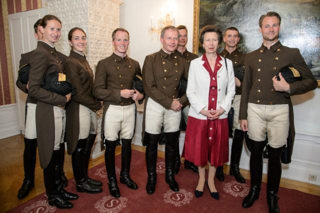 HRH Anne, The Princess Royal mit den Bereitern der Spanische Hofreitschule in Wien. © RGE Media für Spanische Hofreitschule