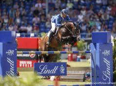 Christian Ahlmann (GER) verabschiedet sein Erfolgspferd Taloubet Z in Leipzig. © Stefan Lafrentz