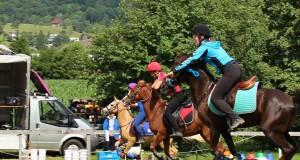 Das Wetter in Schlierbach war regnerisch kühl, aber Reiter und Pferde sind wetterfest! © Ponyhof Daneder