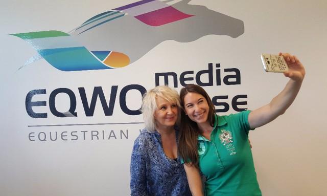 """Ruth M. Büchlmann und ihr EQWO media house-Team freuen sich über die Nominierung zum Medienpreis """"Silbernes Pferd"""". © EQWO.net"""