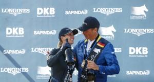 Simone Blum und Christian Ahlmann feiern den Doppelsieg für Deutschland im LGCT Grand Prix von Berlin. © Stefan Lafrentz