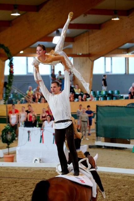 Heißer Anwärter auf eine Medaille im Gruppenbewerb der Senioren ist auch heuer wieder die Voltigergruppe aus Wildegg (Niederösterreich), die bereits etliche Championatsmedaillen für Österreich gewonnen hat in den letzten Jahren. © Andrea Fuchshumer