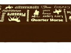 Erhältlich ist die Tischdecke bei den Pferdedeckenprofis. © Facebook Pferdedeckenprofis