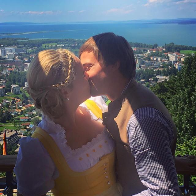Ein Kuss, um die Trauung zu besiegeln. © facebook Resi Rhomberg-Rochelt