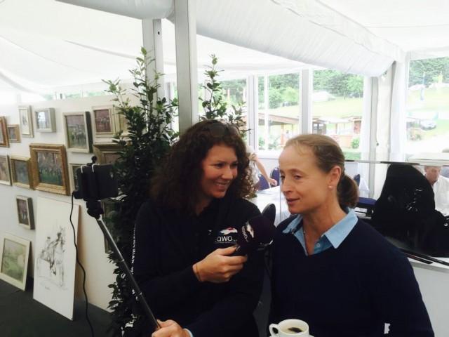 Vici Max-Theurer holt sich Unterstützung von einer der besten Dressurreiterin der Welt: Isabell Werth. Hier im Interview mit EQWO.net 2017 am Schindlhof). © EQWO.net