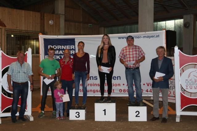 Die Siegerin Janine Ahrer und die Platzierten der OOEPS Jumping Tour 125 cm. © Brunnmayr Fotografie