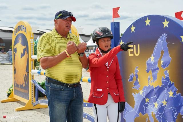 Mit Papa und Trainer Anton Martin Bauer wurde der Finalparcours noch einmal genauestens inspiziert. © 1clicphoto - Hervé Bonnaud