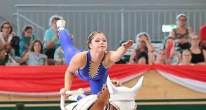 Nicole Brabec von der Voltigiergruppe Club 43 (NÖ) führt nach der ersten Pflicht bei den Junioren Damen und liegt damit bei der WM der Junioren in den Medaillenrängen. © Barny Thierolf